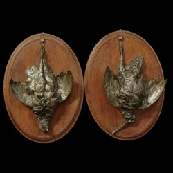 Trophées chasse régule sur médaillon bois ovale