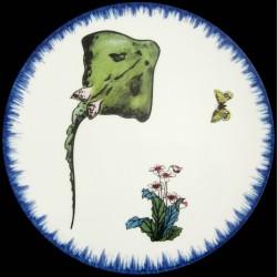 Plato llano Raya, prímulas y mariposa