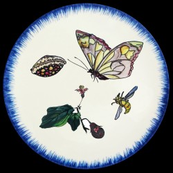 Plato hondo Mariposa, concha y flor de berenjena