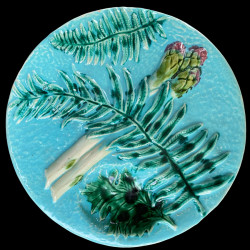 Assiette à asperge barbotine début Xxe fond turquoise fougère